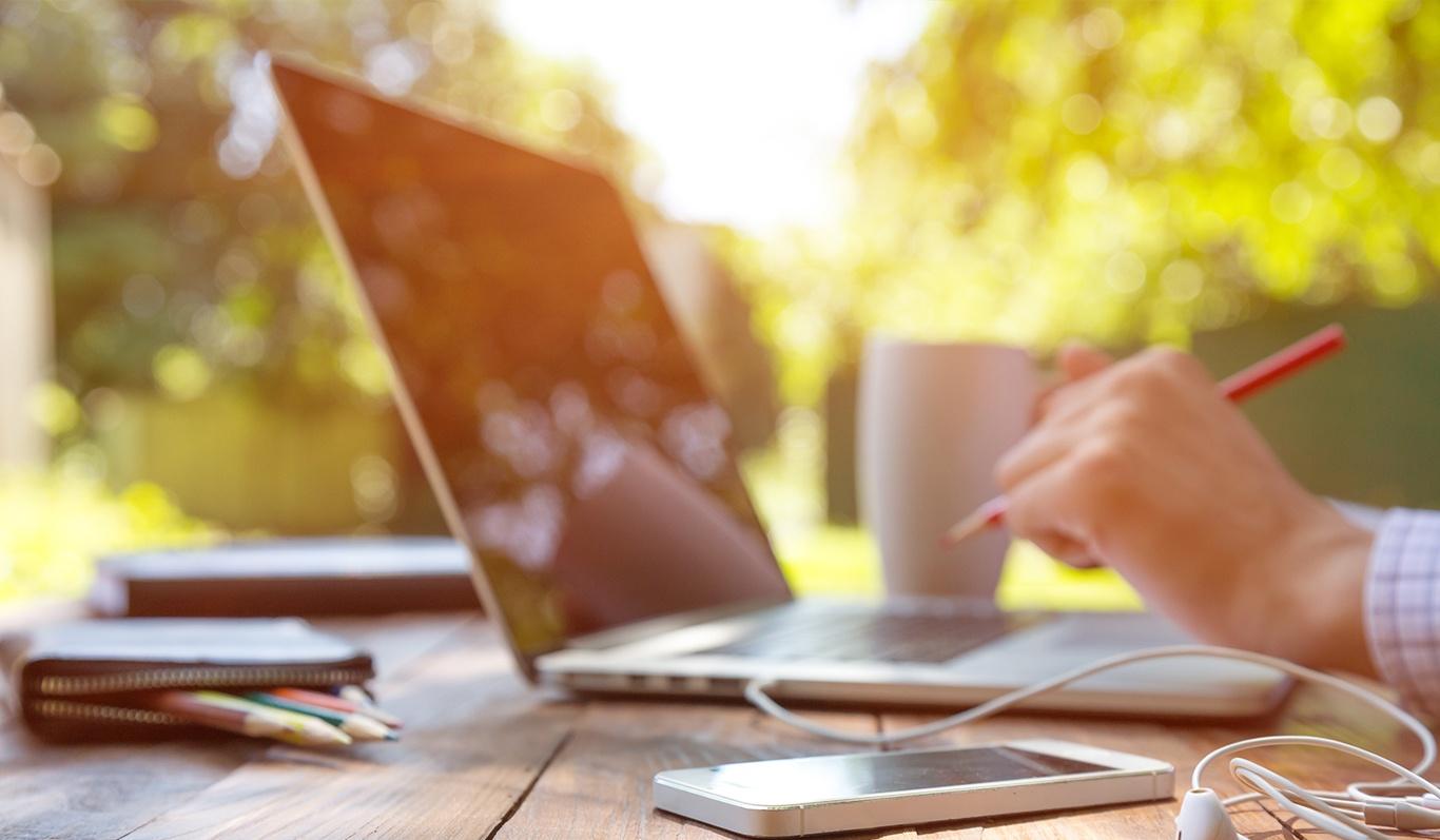 Garden-working-laptop.jpg